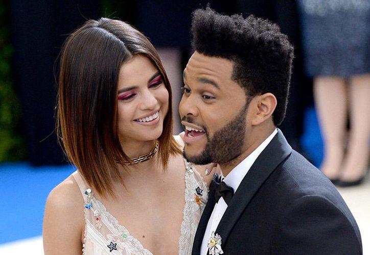 Aseguran que la distancia por el trabajo entre Selena y The Weeknd apagó su relación. (Foto: Internet)