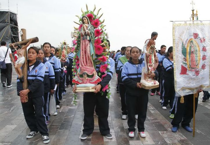 Continúa la llegada de feligreses al atrio de la Basílica de Guadalupe en México. (Notimex)