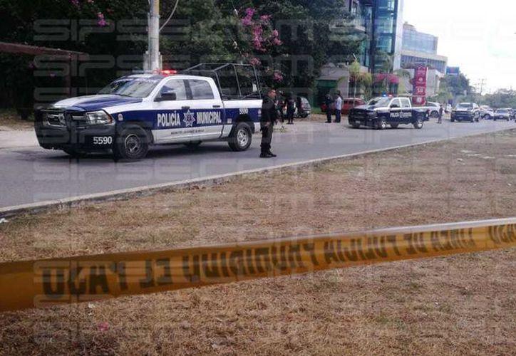 La zona fue acordonada por los elementos policíacos. (Orville Peralta/ SIPSE)