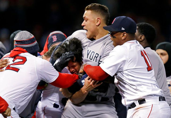 Si el incidente hubiera sido contra otro equipo no hubiera pasado a mayores, pero entre Yanquis y Medias Rojas, la pelea se trasladó a la historia. (Captura de Pantalla)