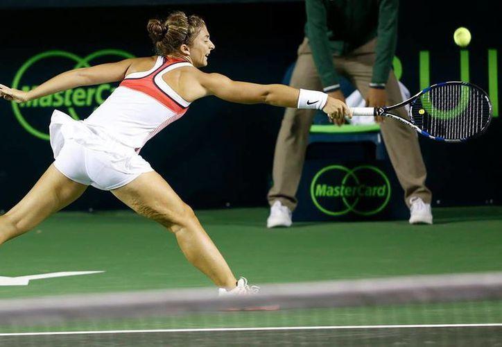 La italiana Sara Errani, favorita al título en el Abierto de Monterrey, quedó sorpresivamente eliminada en los octavos de final por Anett Kontaveit. (Abierto de Monterrey)