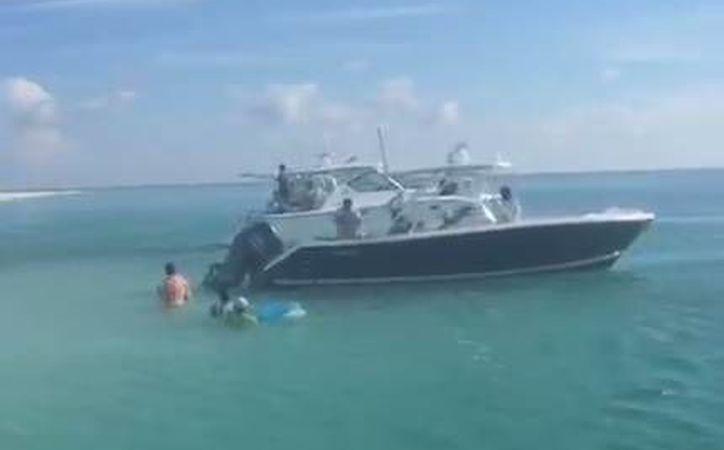 Imagen de una de las naves acuáticas que ilegalmente embarcó en esta zona del Arrecife Alacranes el pasado 30 de septiembre. (Captura de pantalla)