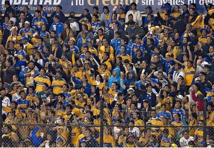 América enfrentará a Tigres en la final de vuelta de la Concachampions en el Estadio Azteca, motivo por el que hace un llamado a sus aficionados para evitar la invasión de Tigres. (Notimex)