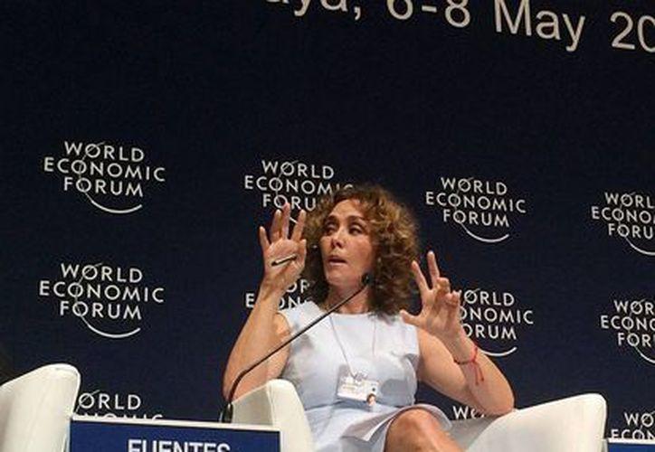 Angélica Fuentes tomará el control de Chivas en 10 días, anunció uno de sus abogados. La foto corresponden a la participación de Fuentes, en el Foro Económico, y está utilizada como contexto. (NTX/Archivo)