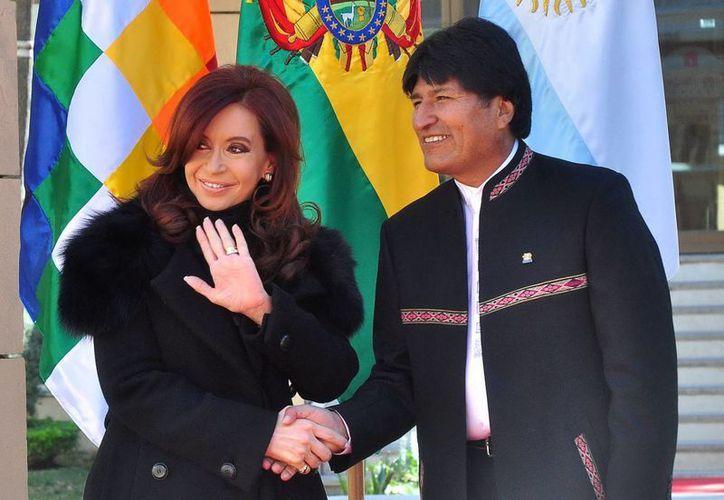 Fernández con el presidente de Bolivia, Evo Morales. (EFE/Foto de archivo)