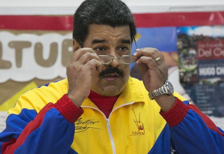La cancillería colombiana dijo respetar la decisión de Venezuela de blindar sus fronteras. El presidente Maduro pidió que los medios de comunicación del vecino país dejen de atacar a su gobierno. (AP)