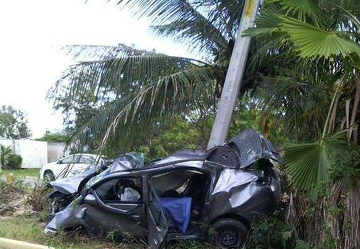 Las autoridades declararon que la unidad fue pérdida total. (Eric Galindo/SIPSE)