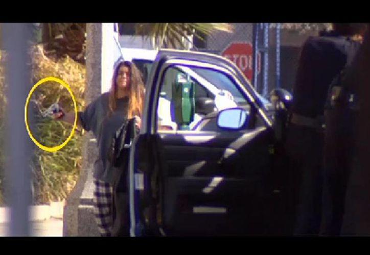 Los agentes trataron de  conversar con la mujer para que dejara la pistola. (losangeles.cbslocal.com)