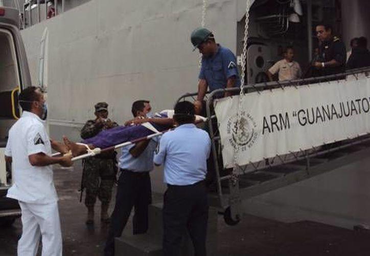 En fechas recientes han sido rescatados varios grupos de balseros cubanos en costas de Yucatán. La imagen corresponde al caso de principios de septiembre pasado. (SIPSE/Archivo)