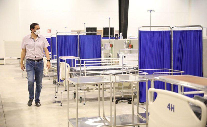 El nosocomio temporal cuenta con 490 camas disponibles y bien equipadas, de las cuales 52 tienen tomas de oxígeno para pacientes que requieran cuidados críticos.