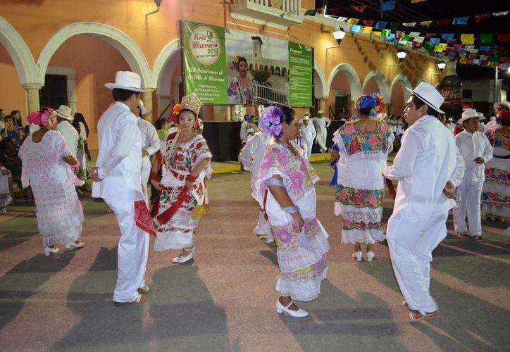 En el interior de Yucatán es más común el uso de las prendas típicas. En la imagen, una vaquería en Maxcanú. (SIPSE)
