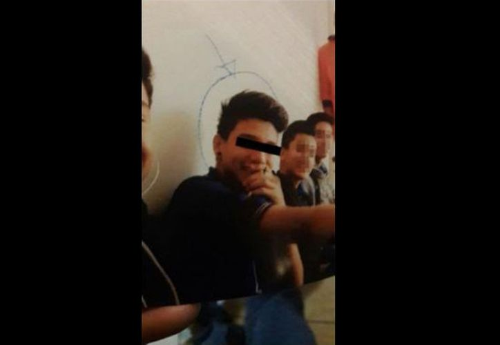 El joven huyó en un vehículo, con todas las armas de su padre. (Internet)