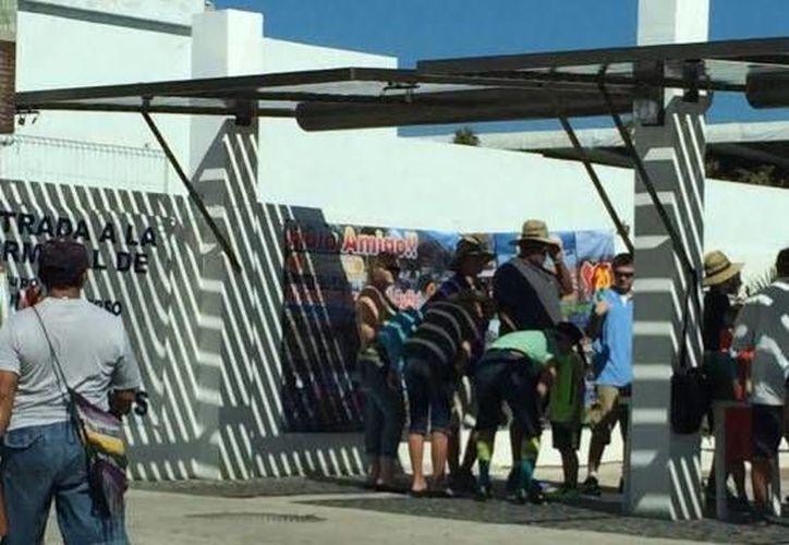 Progreseños esperan que la animada jornada de este lunes con el crucero Carnival Triumph traiga buena suerte para lo que resta de la semana. (Óscar Pérez/SIPSE)