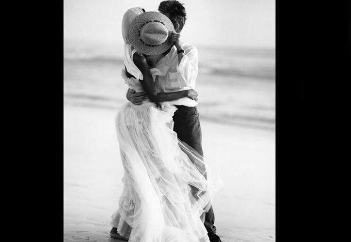 La viuda de David Bowie, la modelo Iman, subió a las redes sociales esta imagen. (Fotos tomadas de excelsior.com)