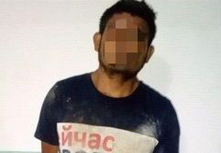 Un hombre fue detenido por la Policía Estatal ayer cuando escapaba luego de presuntamente robar en un comercio de Chetumal. (Cortesía)