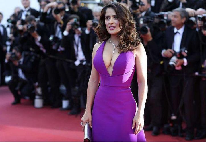 Salma Hayek acudió a Cannes para presentar su más reciente película 'Tale of tales'. (Twitter.com/@Miguel914PM)