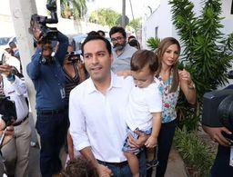 Candidatos de Yucatán acuden a emitir su voto (fotos)