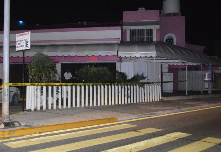 El cuerpo fue hallado en una jardinera a la altura del mercado Coral Negro. (Redacción/SIPSE)