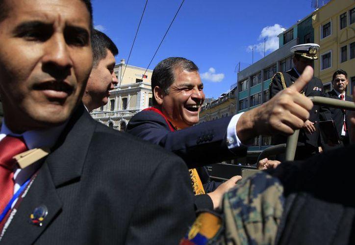 Imagen del 10 de agosto del 2012, del presidente Rafael Correa al llegar a la Asamblea Nacional de Ecuador. (Agencias)