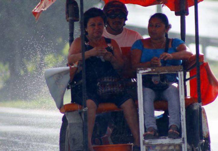 Las lluvias estuvieron presentes durante buena parte del lunes en Mérida. (SIPSE)