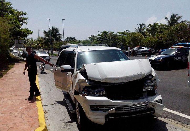 La camioneta se impactó contra la parte trasera del Turicun. (Redacción/SIPSE)