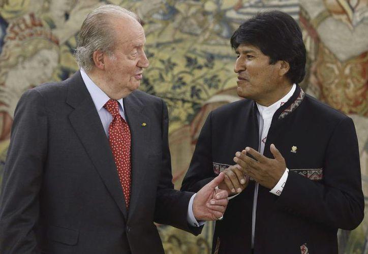 El Rey Juan Carlos con Evo Morales, quien subrayó la madurez con que Europa trató el incidente. (EFE)