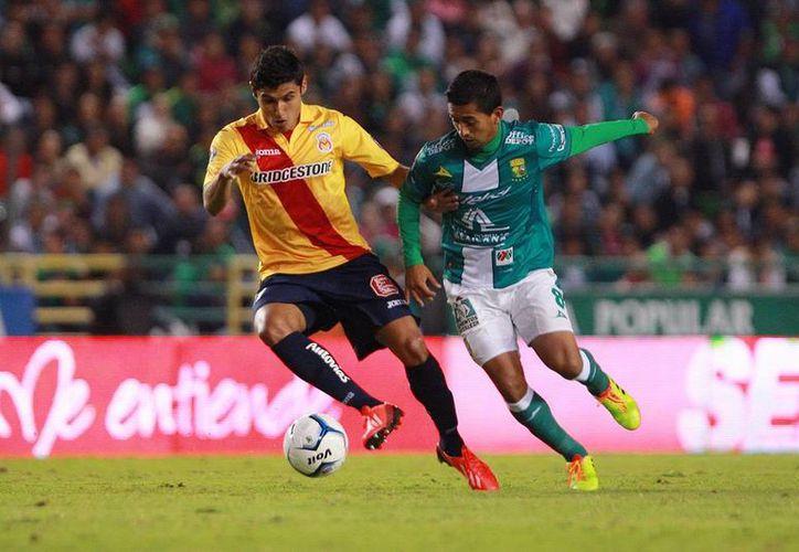 León goleó 4-0 a Monarcas Morelia y está en la semifinal del Torneo Apertura 2013 de la Liga MX.  Si Santos y América pasan -son favoritos-, el próximo rival del León será Santos. (Agencias)
