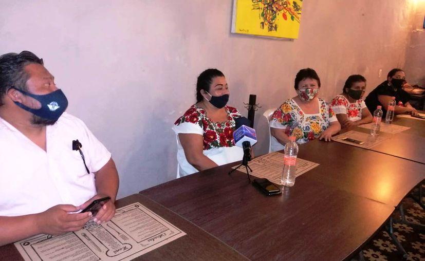 """La cocinera tradicional Miriam Peraza Rivero al hablar sobre el platillo cochinita pibil, que sale en un episodio del programa """"Crónicas del Taco"""". (Novedades Yucatán)"""