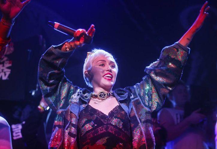 Miley Cyrus será la encargada de conducir los Premios MTV a los Videos Musicales. (Agencias)