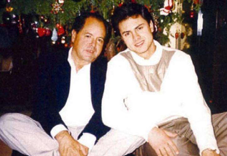 Enrique Peña Nieto publicó en Twitter una foto con su padre en este día especial. (@EPN)