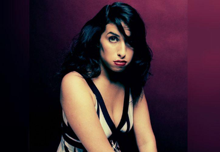 Amy Winehouse fue encontrada muerta en su apartamento de Londres en 2011, la causa fue una ingesta excesiva de alcohol. (Milenio)