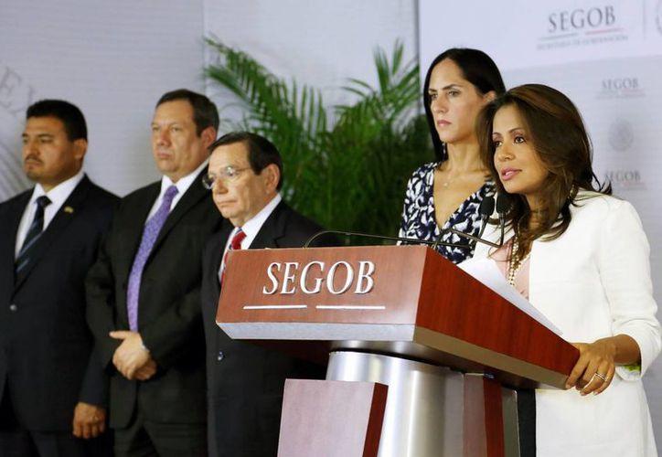La subprocuradora de Asuntos Jurídicos de la PGR, Mariana Benítez (al micrófono), dijo que más de 12 mil desaparecidos corresponden al gobierno de Felipe Calderón. (Notimex)
