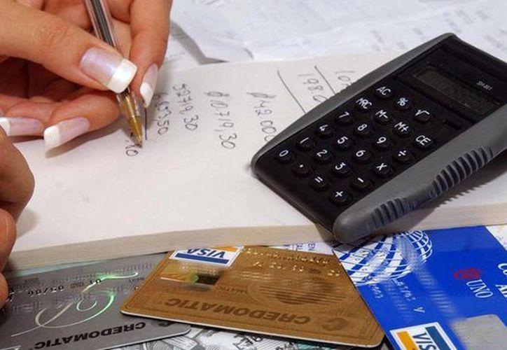 El pago electrónico podría ser provocar el uso fraudulento de las tarjetas de crédito. (Milenio Novedades)