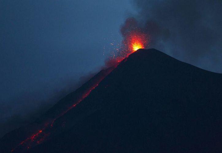 El volcán de Fuego en Guatemala está esparciendo sus cenizas en las poblaciones cercanas. (EFE)