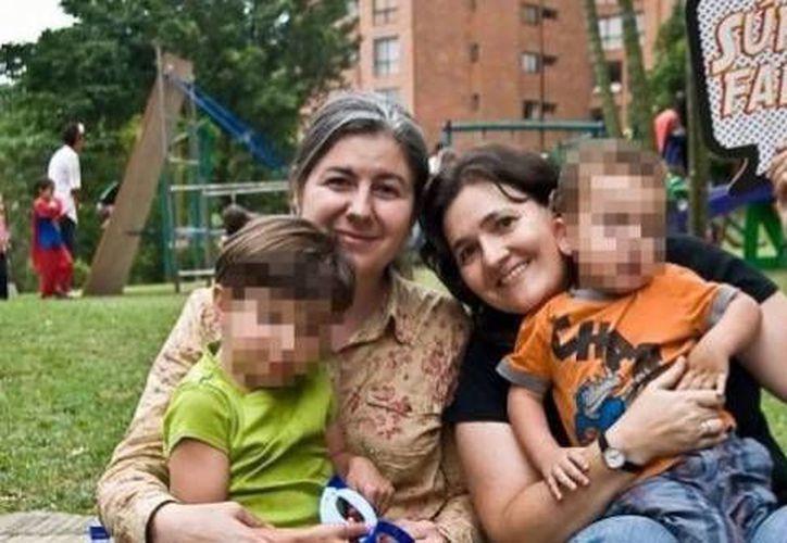 El caso de Ana y Verónica abrió la probabilidad de que todas las parejas homosexuales en Colombia puedan adoptar. (Twitter.com/@CLOPEZanalista)