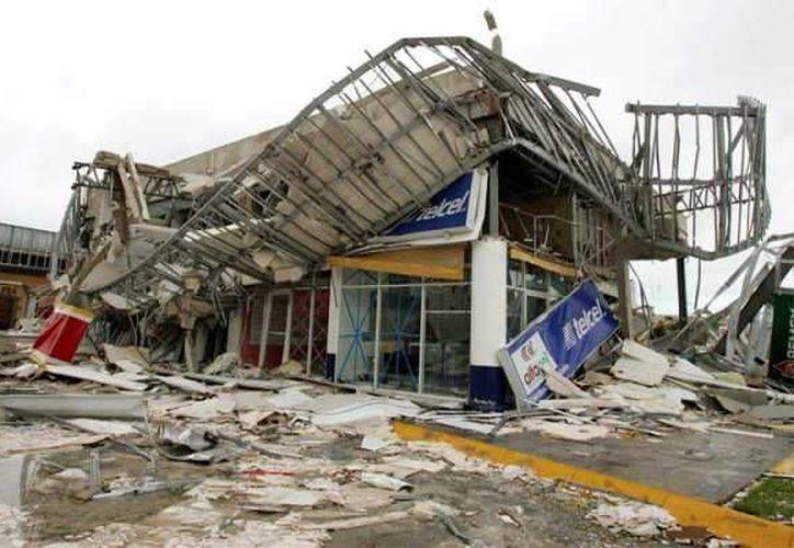 Cuando los efectos del huracán  concluyan, es importante que no salga de sus viviendas, hasta que las autoridades informen que es seguro. (Archivo/SIPSE)