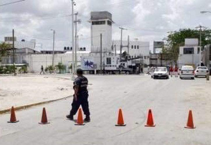 De la cárcel de Cancún sacaron 19 reos. (Redacción/SIPSE)
