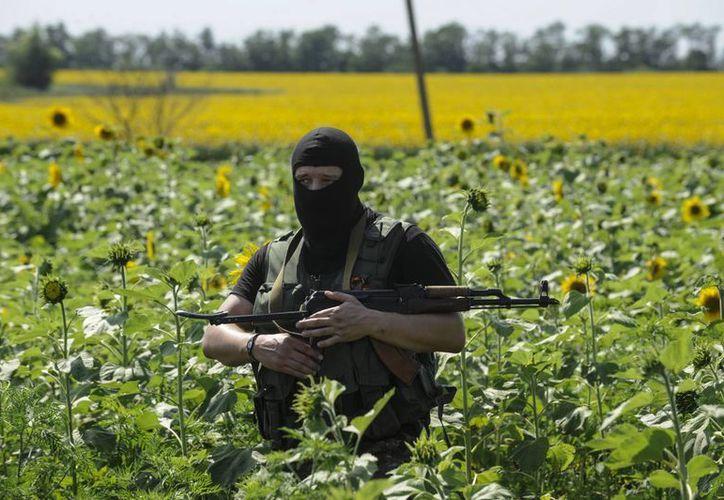 El apoyo de Rusia a los separatistas ucranianos ha motivado sanciones económicas, que a su vez afectan la importación de rifles Ak-47 en Estados Unidos. (AP)