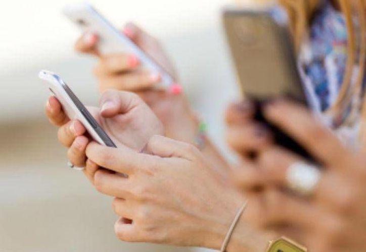 La forma en la que pagas por el servicio de telefonía móvil puede que te esté saliendo muy cara. (Dinero en imagen)