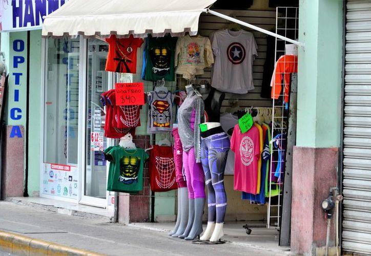 Las prendas de vestir, el calzado y el agua puificada presentan aumentos en sus precios en Yucatán, a consecuencia del gasolinazo de enero. (Daniel Sandoval/SIPSE)