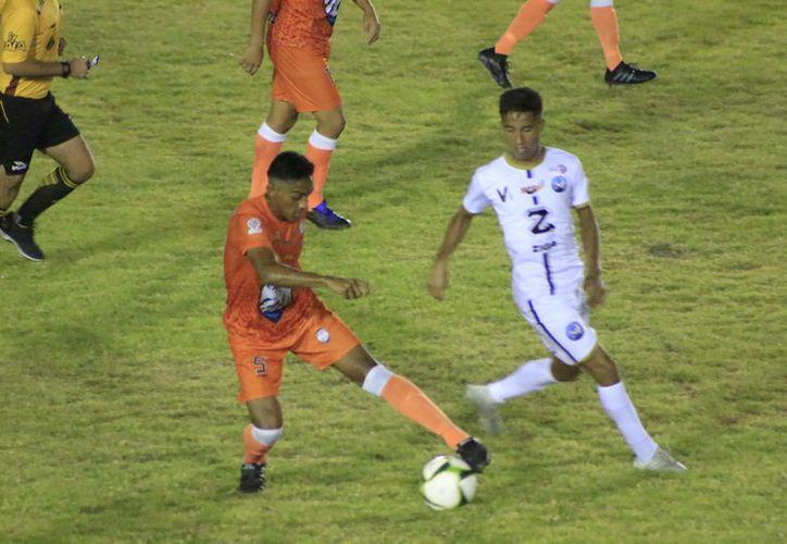 El partido se llevó a cabo anoche en el estadio 10 de Abril en Chetumal. (Miguel Maldonado/SIPSE)