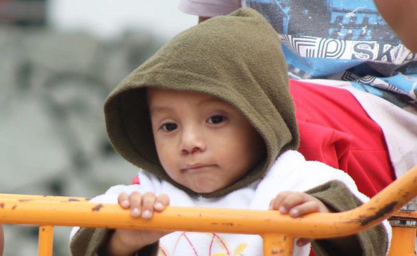 Los médicos recomiendan cuidar en esta época de frío a los niños. (Milenio Novedades)