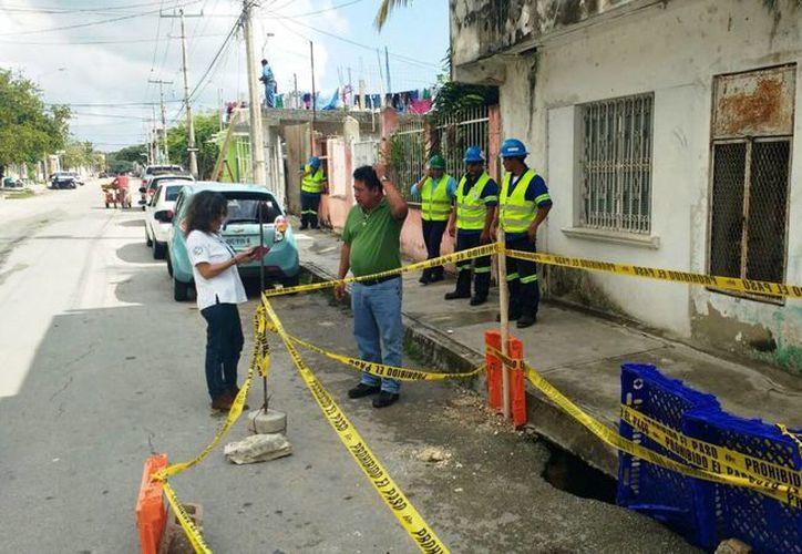 El hundimiento se registró el martes en la colonia Colosio de Playa del Carmen. (Daniel Pacheco/SIPSE)