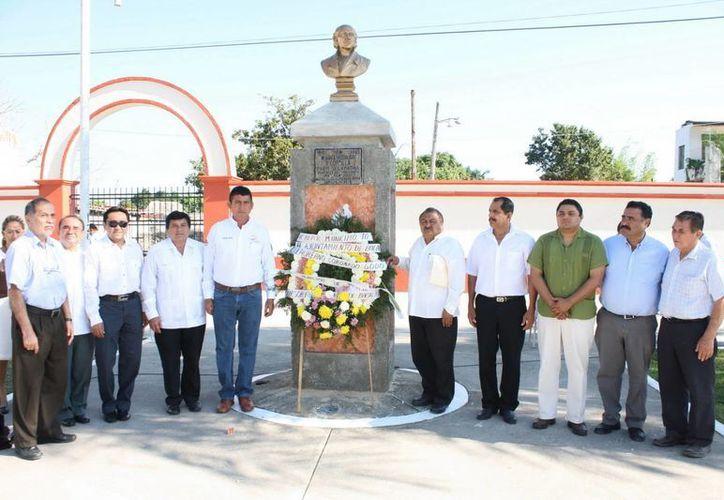 El presidente municipal reconoció la labor de todos esos bacalarenses que trabajaron y lucharon por la conformación del municipio. (Cortesía/SIPSE)