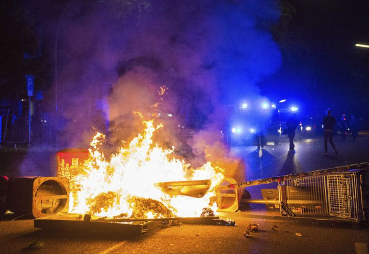 La policía alemana indicó que casi 500 agentes habían resultado heridos en choques con los manifestantes durante la cumbre del G20. (AP).