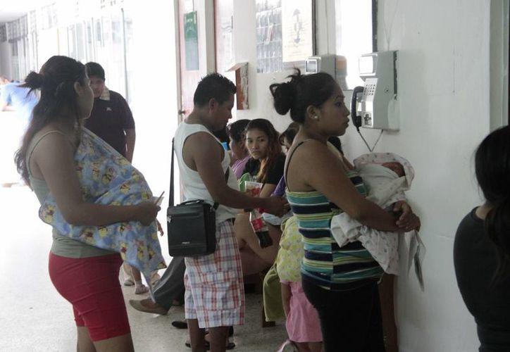 Recomiendan a la población tomar suficiente cantidad de líquido para no permitir que llegue la deshidratación, principalmente los menores de cinco años. (Tomás Álvarez/SIPSE)