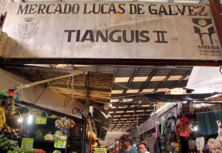 El mercado Lucas de Gálvez cuenta con aproximadamente mil locatarios e igual número de concesiones. (Archivo/ Milenio Novedades)