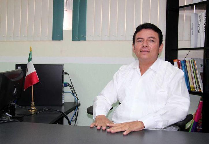 Novelo Ayuso pidió a los padres de familia denunciar si directivos escolares meten mano en las cuotas. (SIPSE)