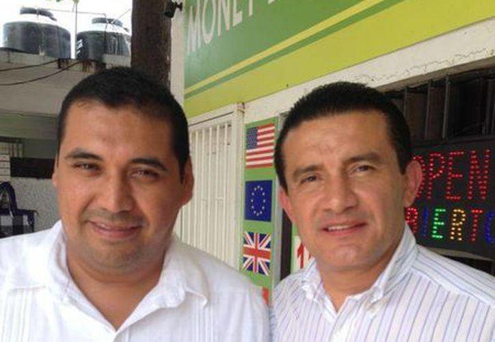 Jorge Manríquez Centeno (derecha), dijo que se espera un jornada electoral tranquila en Isla Mujeres. (Lanrry Parra/SIPSE)