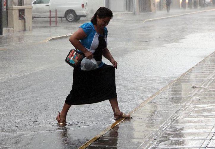 Las calles del centro de Mérida se vieron rebasadas por el agua. (José Acosta/SIPSE)